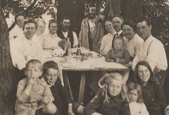 Woolrich Family Picnic circa 1920